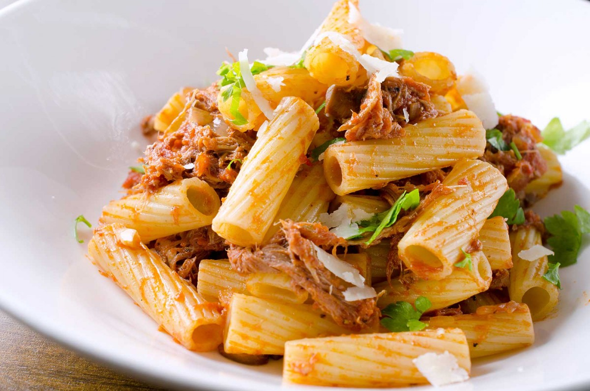 Pulled Pork Rigatoni is the best way to use leftover pulled pork. Pasta tossed with crushed tomatoes, pulled pork, onions, mushrooms and garlic.