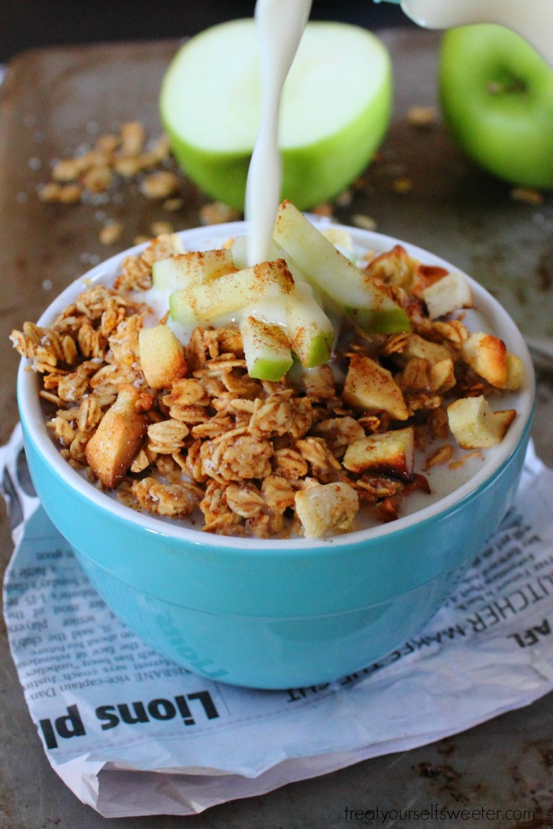 This quick and easy Cinnamon Apple Granola makes the perfect back to school breakfast or afternoon snack!