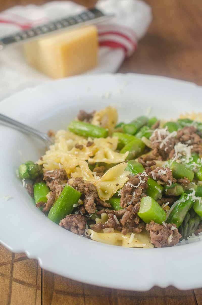 This Beef & Asparagus Pasta Toss is loaded with ground beef, asparagus, shallots and garlic. It's quick, easy and the whole family will love it!