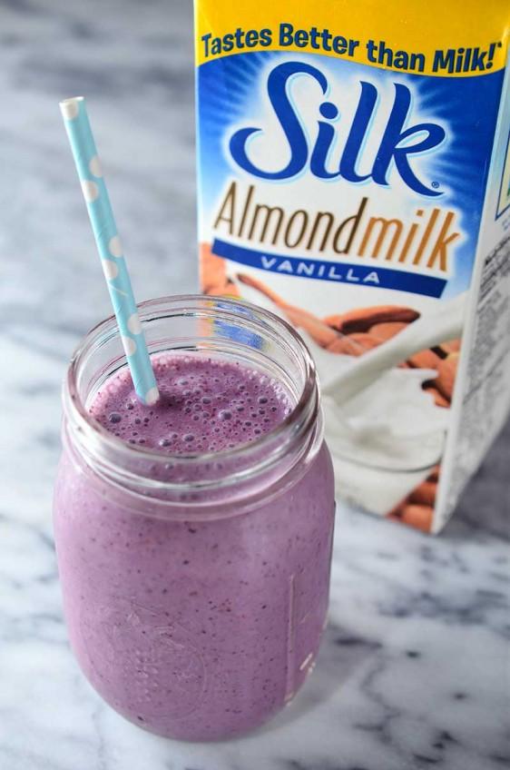 Vanilla Almondmilk and Berry Smoothie
