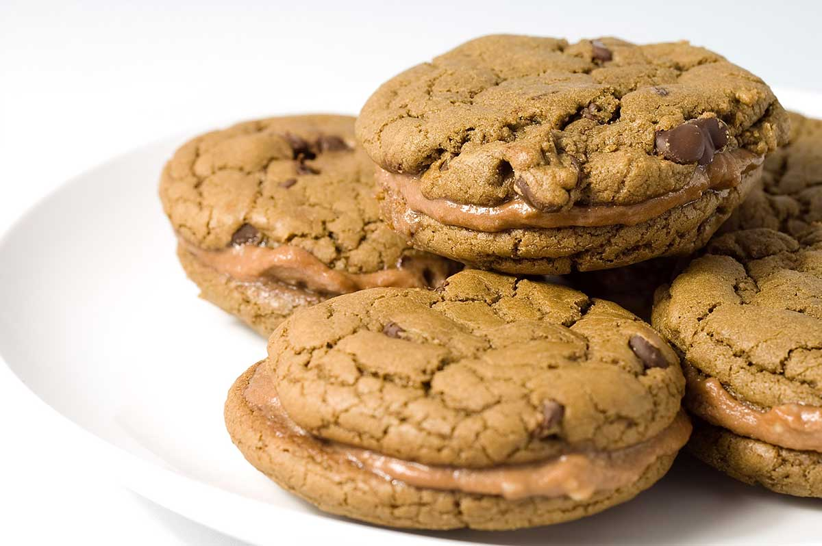 Chocolate Chocolate Chip and Nutella Cream Sandwich Cookies ...