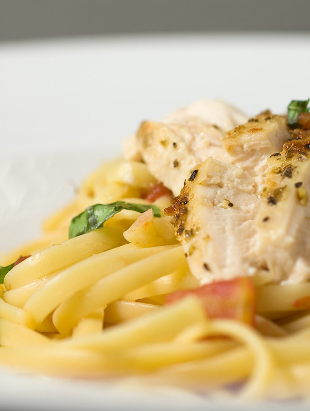 Chicken Linguine with Chunky Tomato Sauce