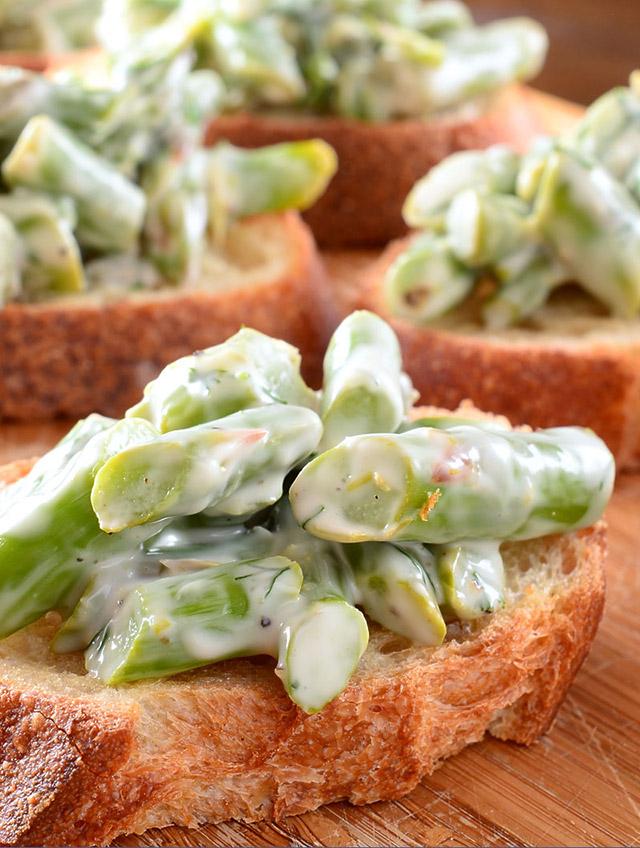 Creamy Asparagus Bruschetta
