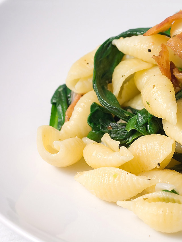 Herb and Garlic Shells with Spinach and Bacon
