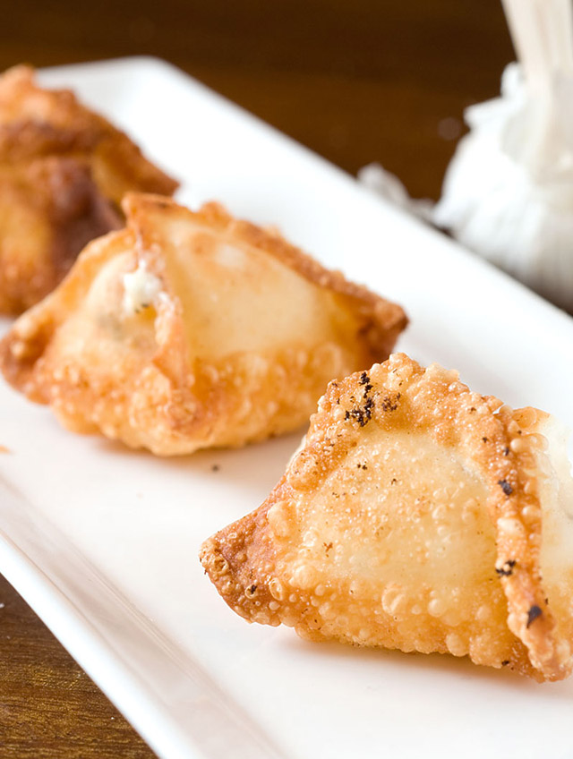 Roasted Garlic Cream Cheese Wontons