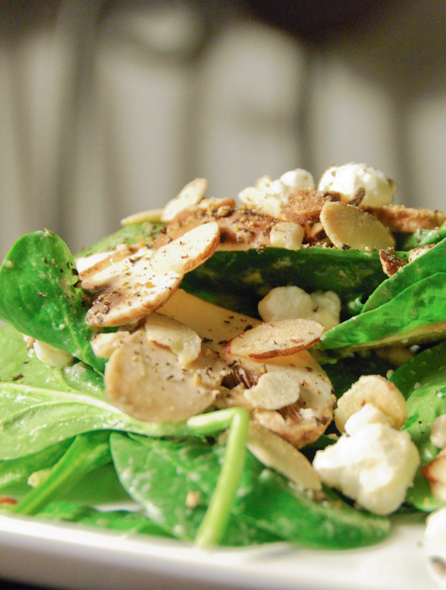 Asian Spinach Salad With Chicken, Mushrooms, Peppers, And Almonds ...