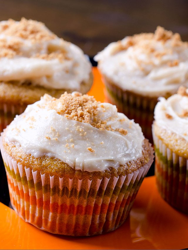 Pumpkin Cupcakes with Biscoff Cream Cheese Frosting