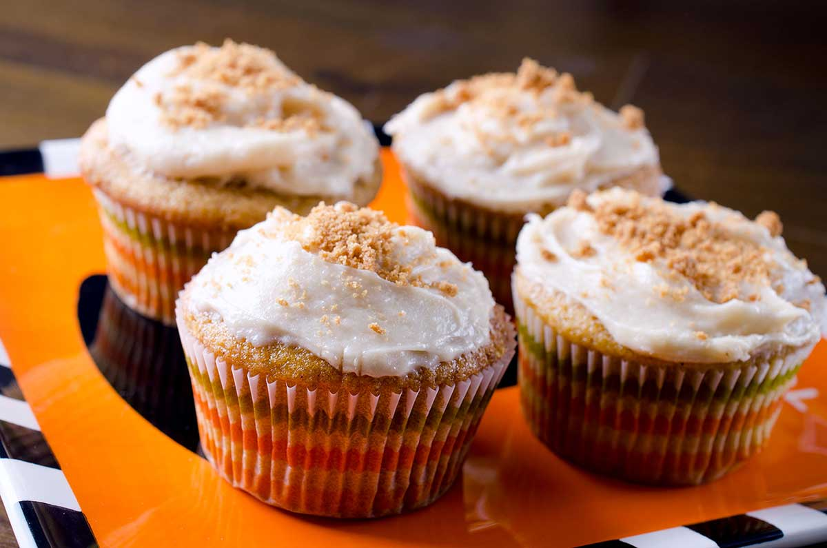 pumpkin cupcakes with biscoff cream cheese frosting - life's ambrosia