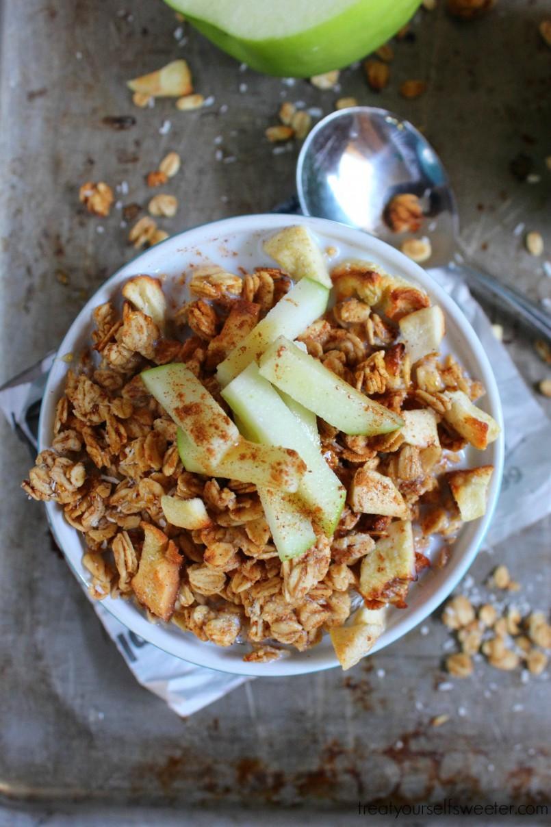Cinnamon Apple Granola