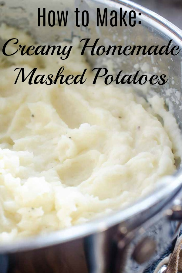 How to make mashed potatoes. Easy Creamy Mashed Potatoes are a must have in any kitchen arsenal. This mashed potatoes recipe requires just 3 ingredients and gives you the creamiest, dreamiest mashed potatoes. #mashedpotatoes #sidedish #thanksgiving #whippedpotatoes