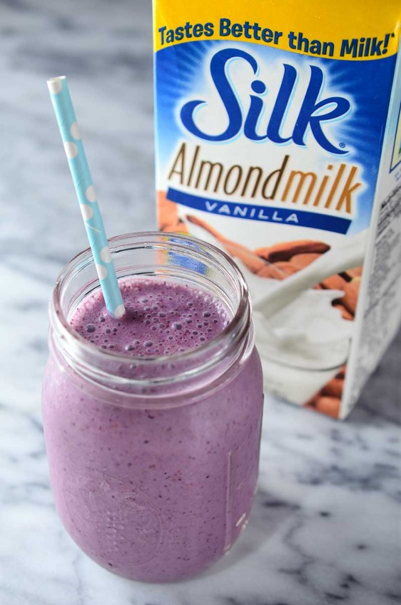 Vanilla Almondmilk and Berry Smoothie