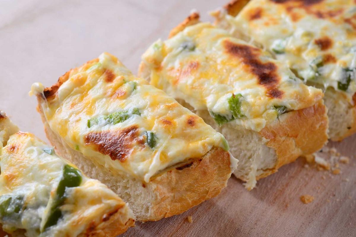 Jalapeno Popper Cheesebread