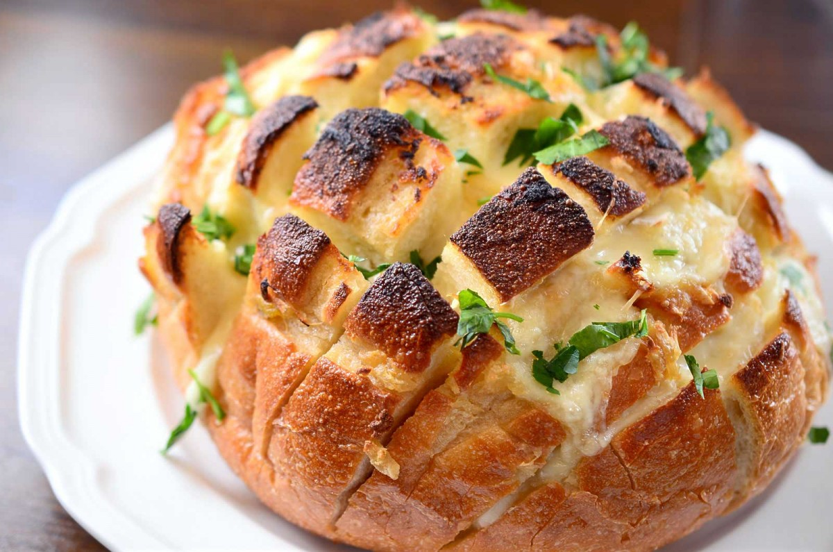 Roasted Garlic and Brie Pull Apart Bread